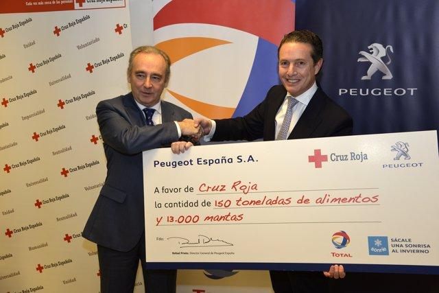 Entrega de alimentos de Peugeot a Cruz Roja