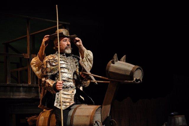 José Sacristán actúa en el Festival de Teatro de Niebla.
