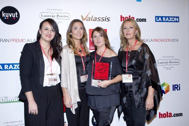 El equipo de Marketing de Covap con el galardón