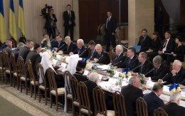 Reunión de Yanukovich con la oposición