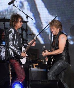 Jon Bon Jovi Y Richie Sambora En Una Actuación