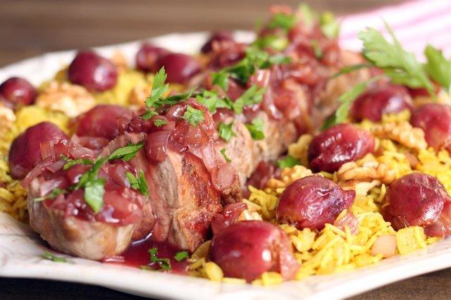 Uno de los platos, solomillo de cerdo ibérico con uvas rojas y arroz perfumado