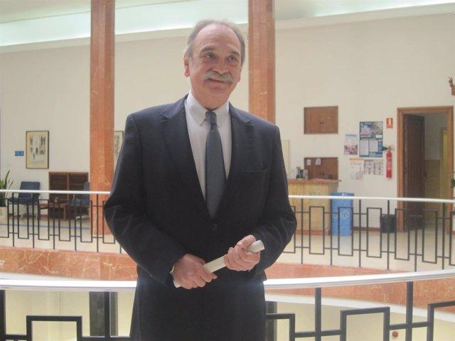 Saiz Bustillo anuncia el fallo de los Premios al Comercio