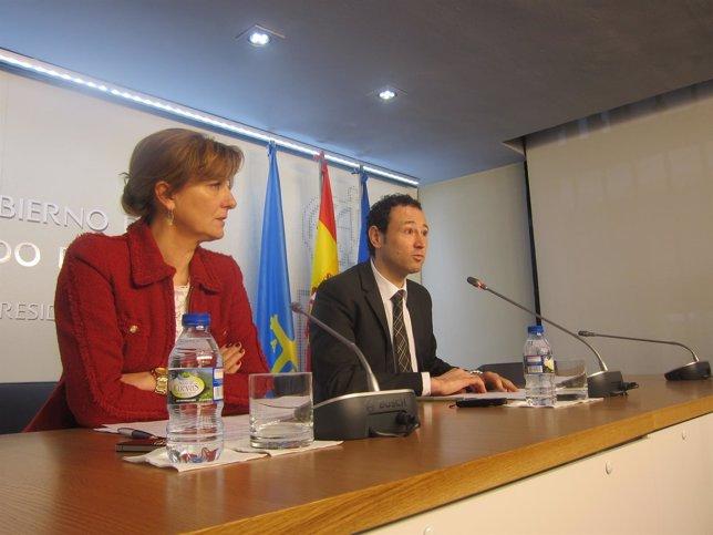 Martínez, con la consejera de Bienestar Social, en la rueda de prensa.