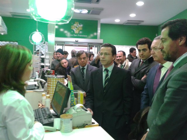 Lasquetty durante su visita a Las Rozas por la receta electrónica