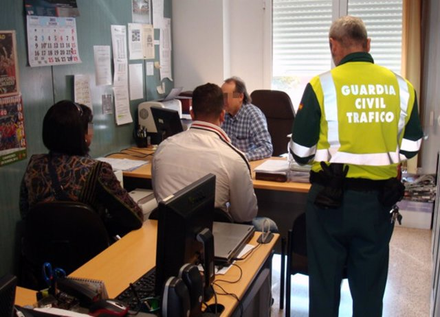 La Guardia Civil detiene a un conductor por carecer de permiso de conducción