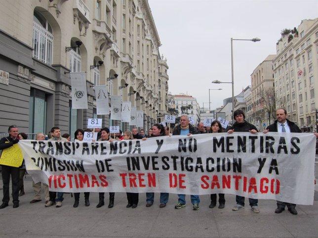 Familias víctimas del Alvia se manifiestan en Madrid