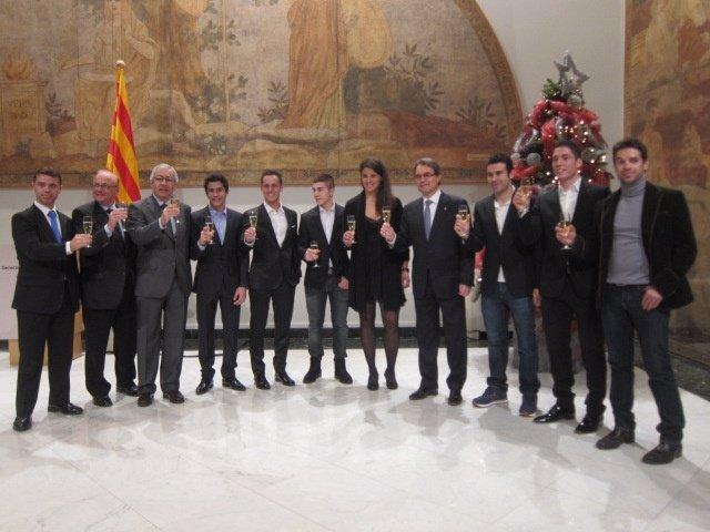Pte.Artur Mas con los campeones catalanes de motociclismo