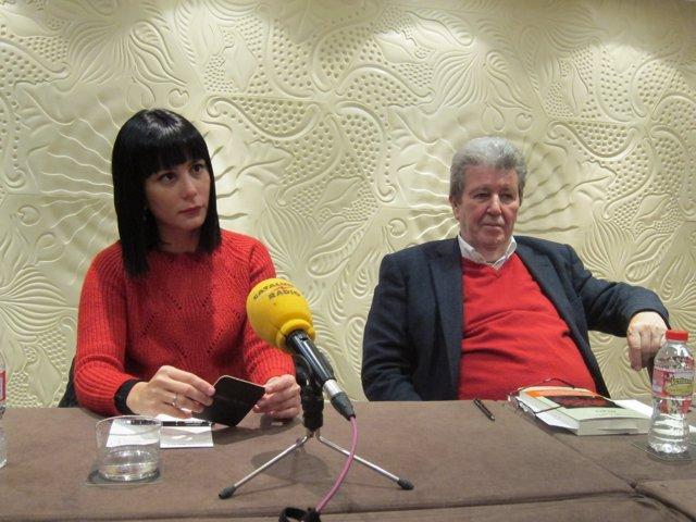 La escritora Wendy Guerra y el editor Jorge Herralde