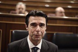 Soria prefiere 3.600 millones de déficit de tarifa a 3,6 décimas de déficit público