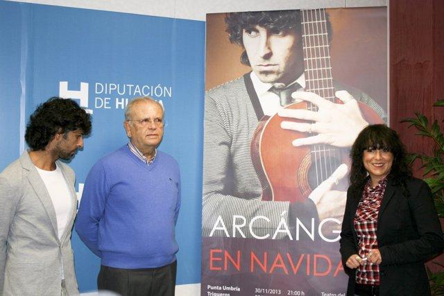 Arcángel y la diputada de Cultura, Elena Tobar.