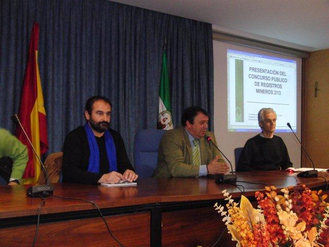 Eduardo Muñoz presenta a los ayuntamientos el nuevo concurso minero.