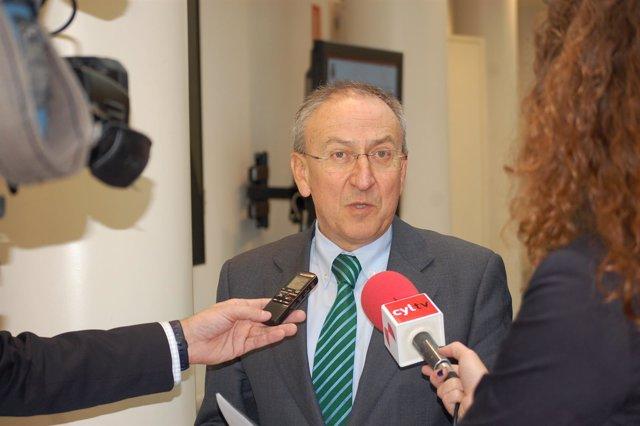 El senador socialista Emilio Álvarez Villazán