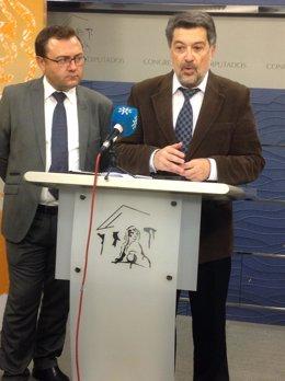El diputado del PSOE Javier Barrero, a la derecha