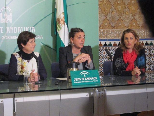 Elena Cortés, en rueda de prensa en Almería