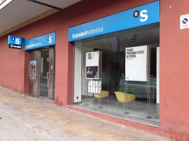 Oficina de Banc Sabadell en la calle Portugal de Castellar del Vallès