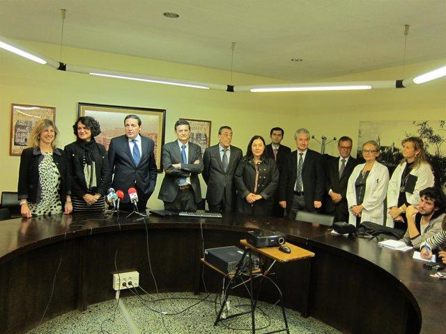 Sáez Aguado junto a representantes de instituciones e investigadores.