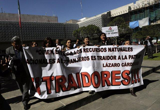 Legisladores mexicanos contra la reforma energética