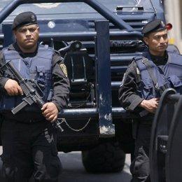 Policia en Tijuana, Mexico, recursos