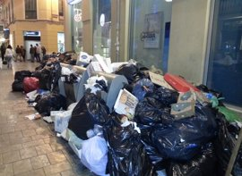 """Hosteleros ven """"fantástico"""" el acuerdo en Limasa y piden un plan de choque para recoger la basura"""