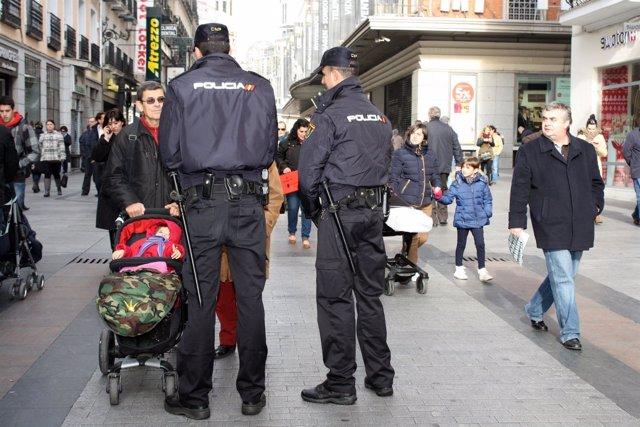 Policía Nacional refuerza la seguridad en las aglomeraciones navideñas