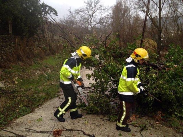 Dos bomberos del CPB consorcio actúan en temporal viento y lluvia