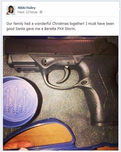 La gobernadora de Carolina del Sur recibe una pistola como regalo de Papá Noel