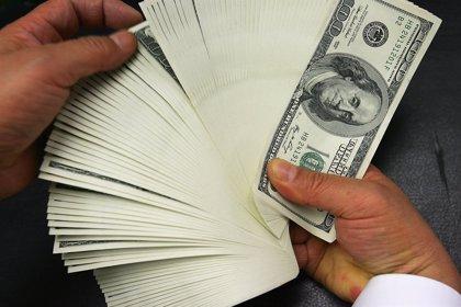 Un taxista devuelve 300.000 dólares a un pasajero