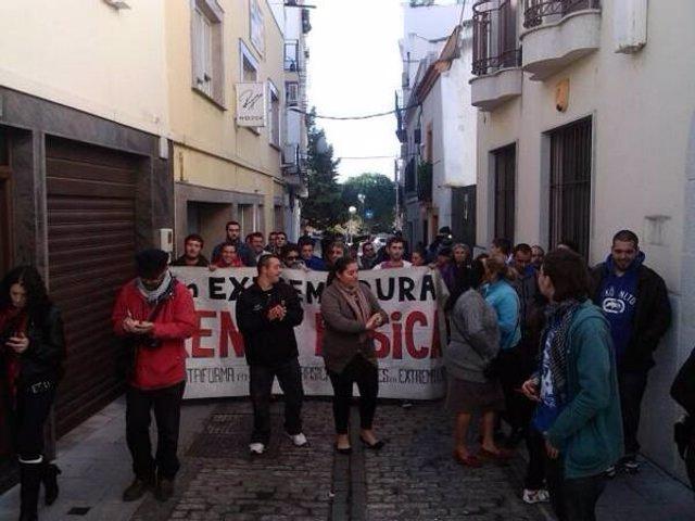 Escrache en Mérida al consejero de Iberdrola Manuel Amigo