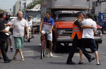 La gente toma las calles de Buenos Aires por los cortes de luz