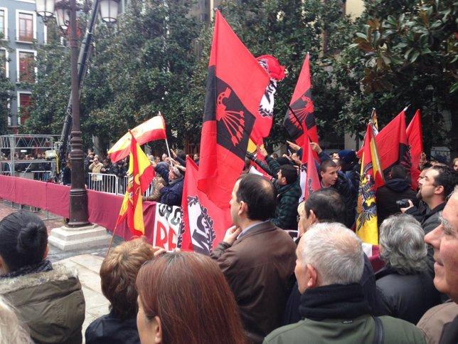 Un grupo de extrema derecha asiste a los actos de la Toma de Granada