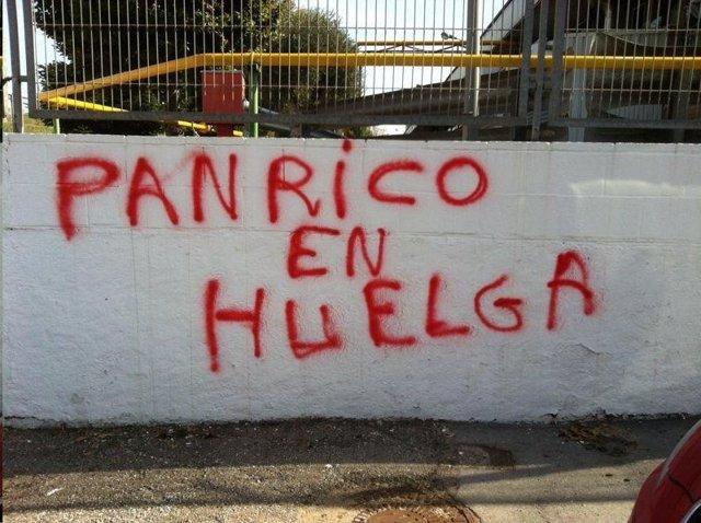 Pintada en la fábrica de Panrico en Santa Perpètua a favor de la huelga