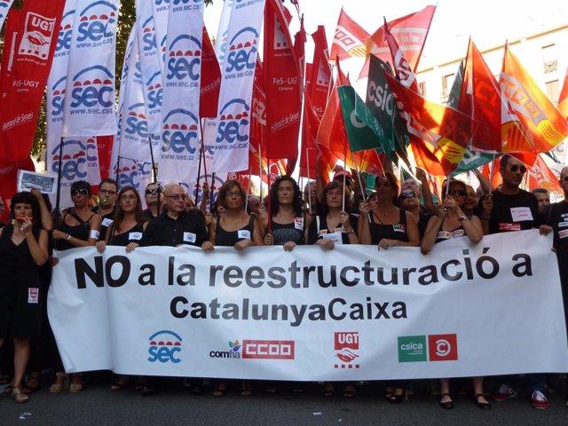 Manifestación de trabajadores de Catalunya Banc contra el ERE en Barcelona
