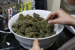 Marihuana preparación en  BotanaCare, en Colorado