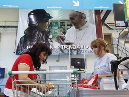 Consumidores en un supermercado de Buenos Aires