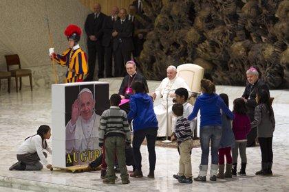 """El Papa pide escuchar a los Reyes Magos que enseñan """"a no dejarse engañar por las apariencias"""""""