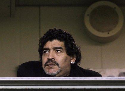 Maradona y Bielsa aspiran a dirigir la selección peruana