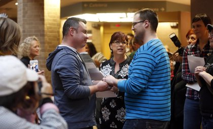 Suspenden matrimonios gays en Utah a las tres semanas de permitirlos