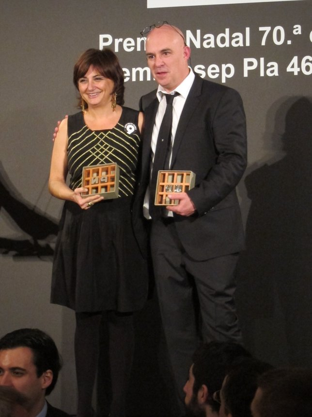Ganadores del Premio Nadal y Josep Pla, Carmen Amoraga y Albert Villaró