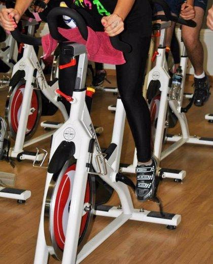 Recomiendan una dieta equilibrada y elegir una actividad física para bajar peso tras la Navidad