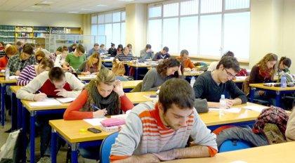 La biblioteca de UNED Pamplona amplía su horario por los exámenes