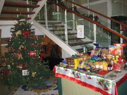 Los 17 centros sociales de personas mayores del IMAS recogen más de 3.000 kilos durante sus actividades navideñas