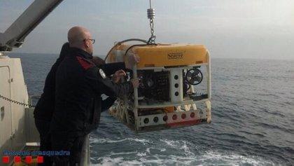 Retoman con un robot acuático la extracción del ultraligero hundido en el mar