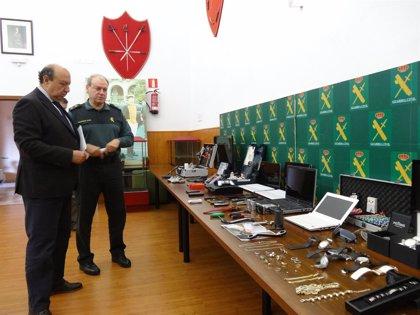Cuatro detenidos acusados de perpetrar una decena de robos en Extremadura