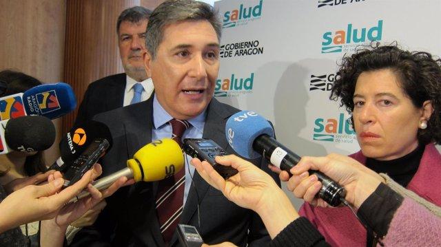 El consejero de Sanidad, Ricardo Oliván, informa sobre los casos de gripe A