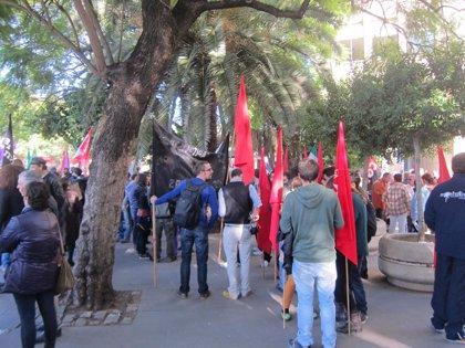 Más de 2.000 personas se manifiestan en apoyo a las familias del bloque ocupado de San Lázaro