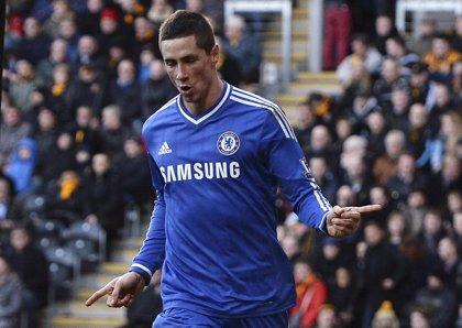 Torres y Hazard ponen líder al Chelsea