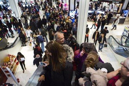 Las ofertas y las rebajas atraen a más público a centros comerciales