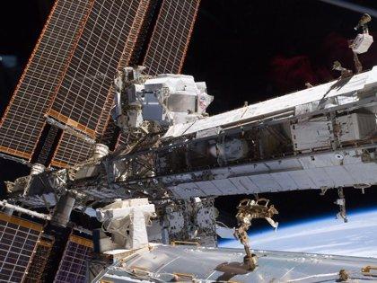 Una órbita completa de la ISS retransmitida por la cadena británica Channel 4