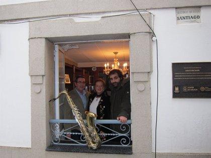 Una plaza en el barrio natal de Vidal Bolaño en Santiago toma el nombre de su obra Saxo Tenor